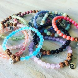 Šperky a podložky na jógu Karma passion v prodeji v Yoga cafe