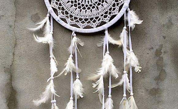 Nové zboží – podložky jógu, skleněné láhve, lapače snů, šperky Karmapassion